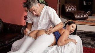 Brazzers – Assential Oil, Angela White, Mick Blue